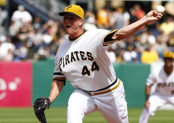 Tony Watson #44 of the Pittsburgh Pirates pitches