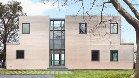 The 6 ½-bath Modern beach house in East