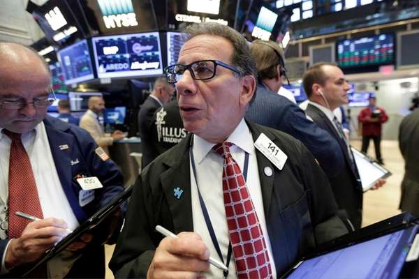Dow hits high; indexes post gains for month