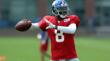 Giants quarterback Josh Johnson drops back to pass