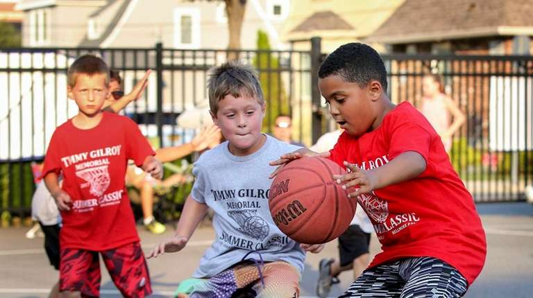 Ivan Adames, 8, right, dribbles past Sammy Johnson,