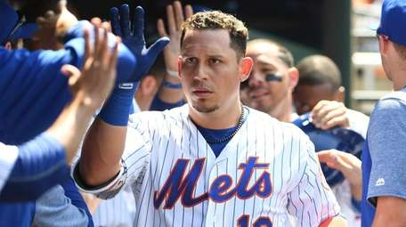 Asdrubal Cabrera is greeted in Mets dugout after