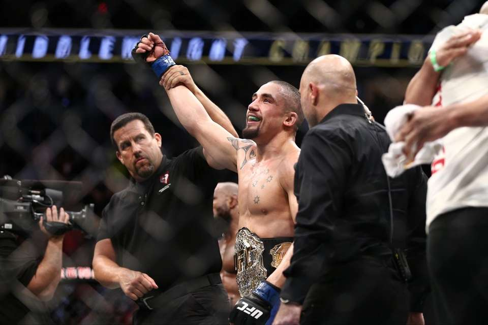 Robert Whittaker beat Yoel Romero to win the
