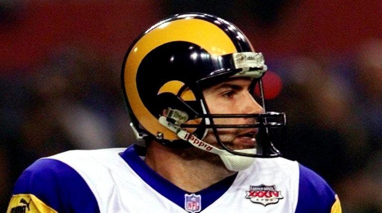 St. Louis Rams quarterback Kurt Warner scrambles out