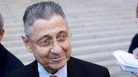 Federal prosecutors seek a retrial of former New