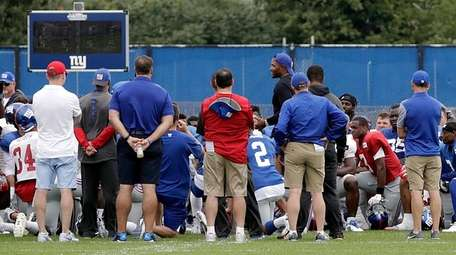 Former Giant defensive end Michael Strahan (reverse cap)
