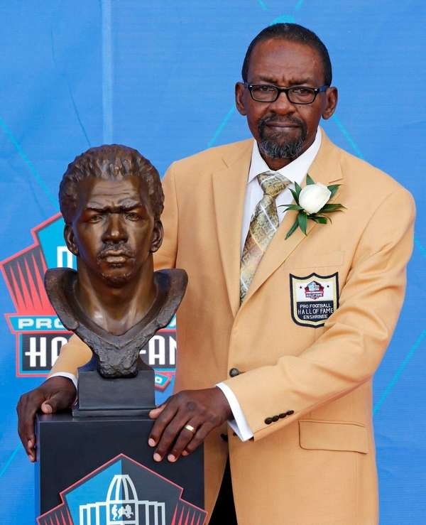 Former NFL player Kenny Easley poses with a