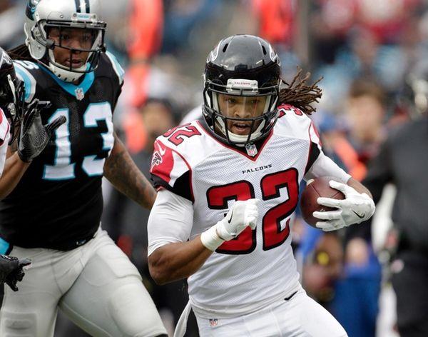 Atlanta Falcons' Jalen Collins (32) runs after an