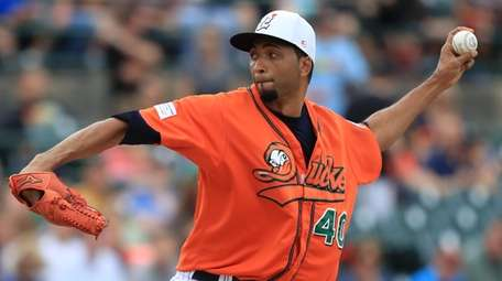Ducks starting pitcher Rafael Perez #40 delivers a