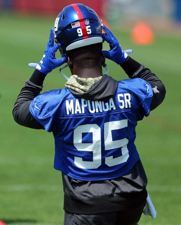 Giants defensive end Stansly Maponga Sr. puts on his