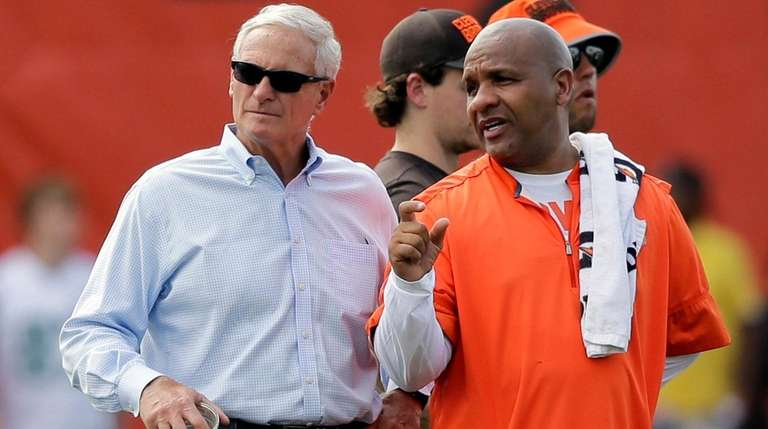 Browns owner Jimmy Haslam, left, and coach Hue