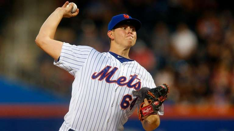 Chris Flexen of the Mets pitches against the Rangers at