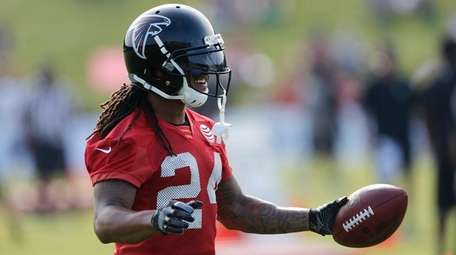 Falcons running back Devonta Freeman reacts during training