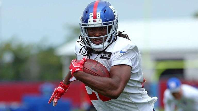 Giants running back Paul Perkins  runs the ball