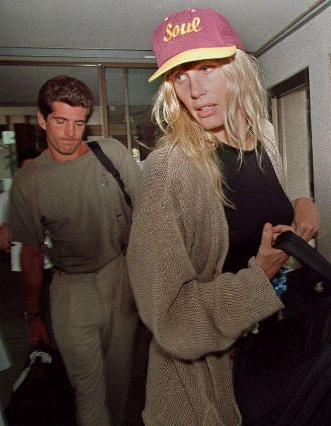 John Kennedy Jr. and Daryl Hannah in a