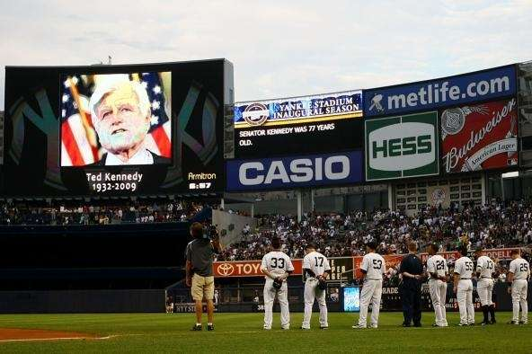 New York Yankees players pay tribute to Sen.