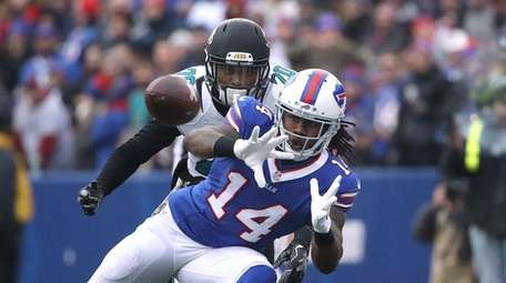 Sammy Watkins of the Buffalo Bills catches a