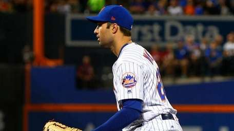 Neil Walker of the New York Mets defends