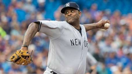 Yankeespitcher CC Sabathia throws against the Blue Jaysin