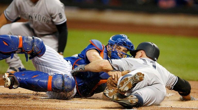 New York Mets catcher Travis d'Arnaud tags New