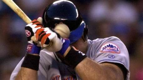 Mike Piazza is hit in the head