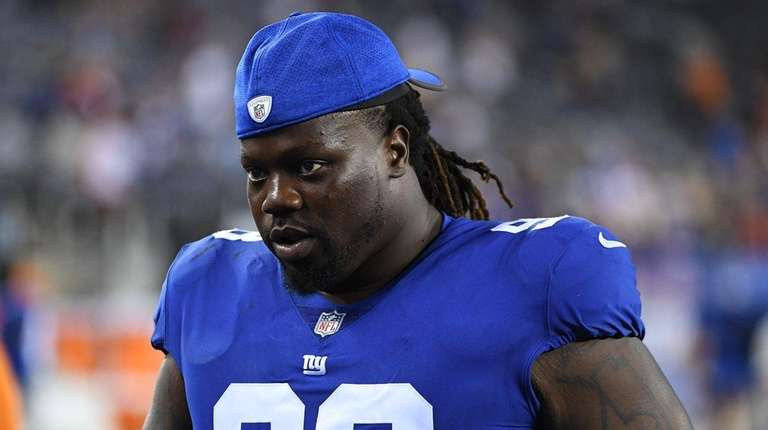 Giants defensive tackle Damon Harrison walks off the