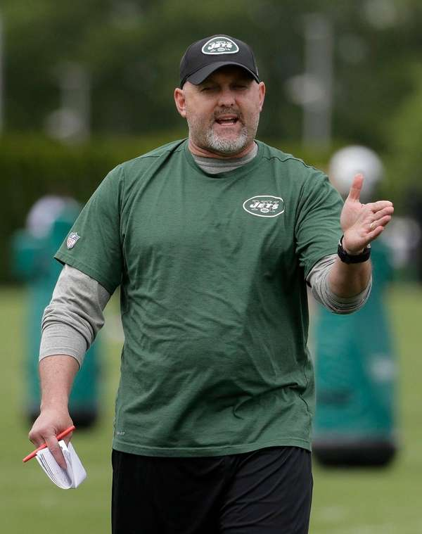 Jets offensive coordinator John Morton talks to his