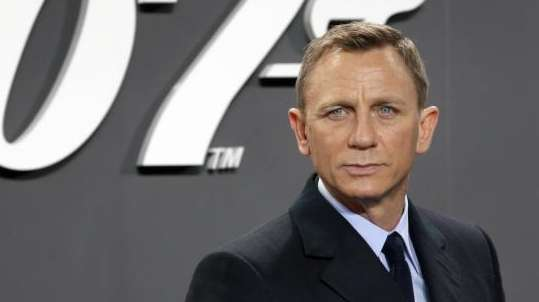 Daniel Craig announced he returning to cars, cocktails