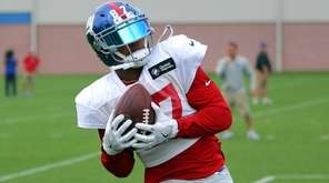 Giants wide receiver Sterling Shepard catches a pass during