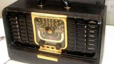 A Zenith Trans-Oceanic 8G005 radio receiver, one of