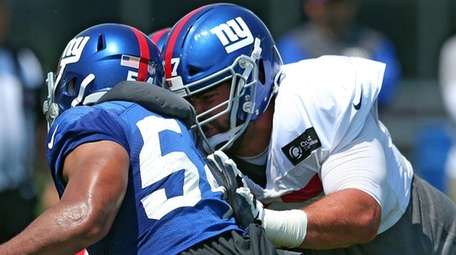 Giants guard Justin Pugh blocks defensive end Olivier Vernon