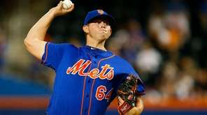 Chris Flexen of the Mets pitches in the