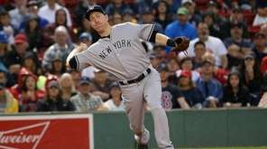 Todd Frazier of the New York Yankees throws