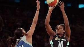 New York Liberty guard Epiphanny Prince (10) shoots