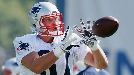 Patriots tight end Rob Gronkowski makes a catch