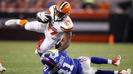 Giants cornerback Dominique Rodgers-Cromartie tackles Browns running back Matthew