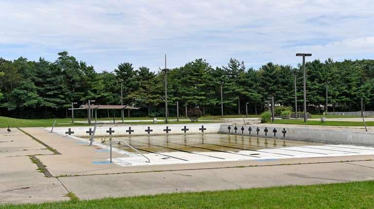 The pool at Roberto Clemente Park in Brentwood,