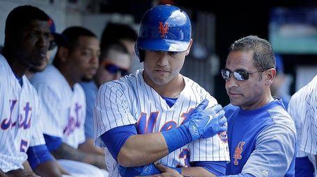 Mets leftfielder Michael Conforto holds his left shoulder