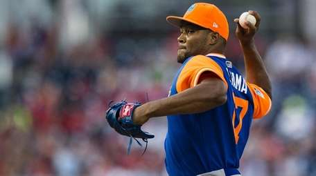 Jeurys Familia of the Mets throws a pitch