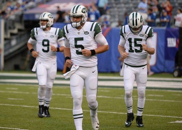 Jets quarterbacks Christian Hackenberg (5),Josh McCown (15)and Bryce