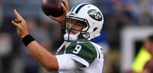 Jets quarterback Bryce Petty  warms up prior to