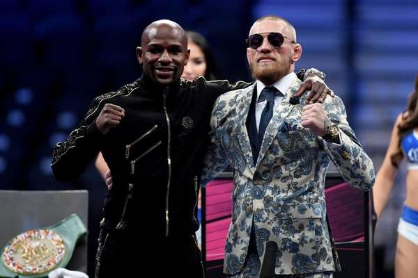 Floyd Mayweather Jr. and Conor McGregor pose for
