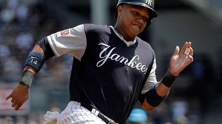 New York Yankees second baseman Starlin Castro rounds