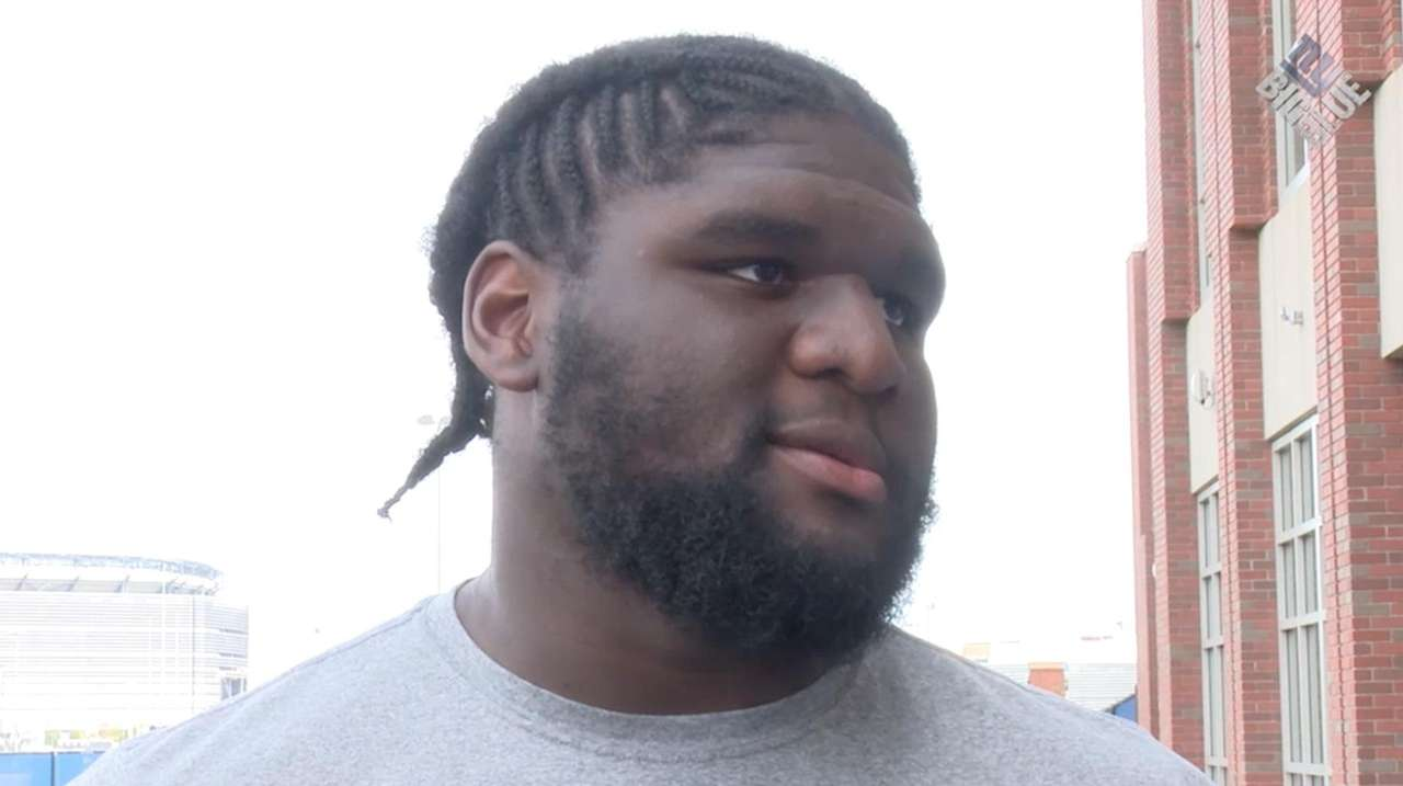 Giants defensive tackle Jay Bromley has a knee
