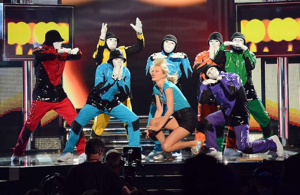 Singer Taylor Swift and members of the Jabbawockeez