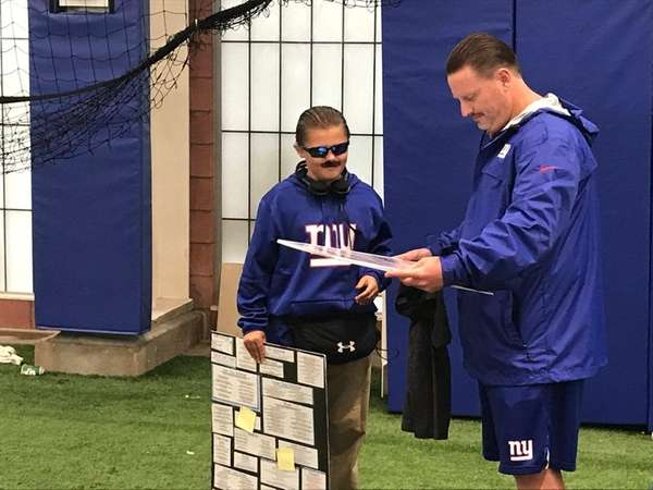 Giants coach Ben McAdoo meets with 12-year-old Peter