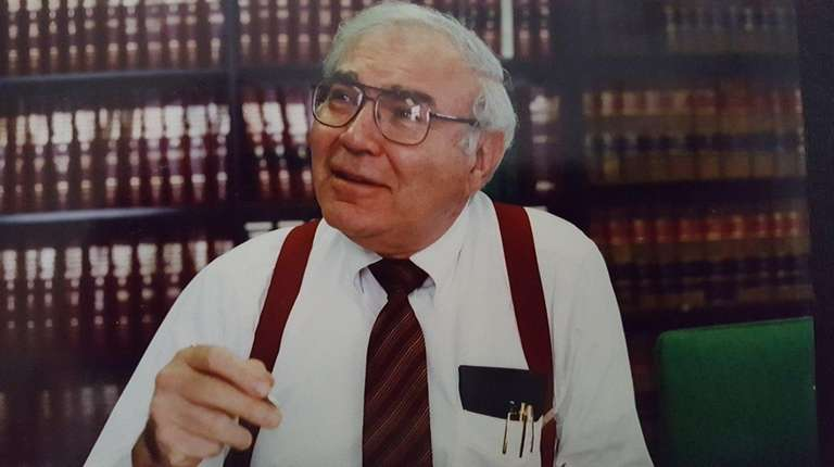 Howard Miskin, a former Great Neck mayor and