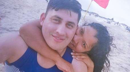 Denis Guerra Guerra with Angie Sosa, his fiancée.