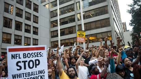 Activists rally in support of unemployed NFL