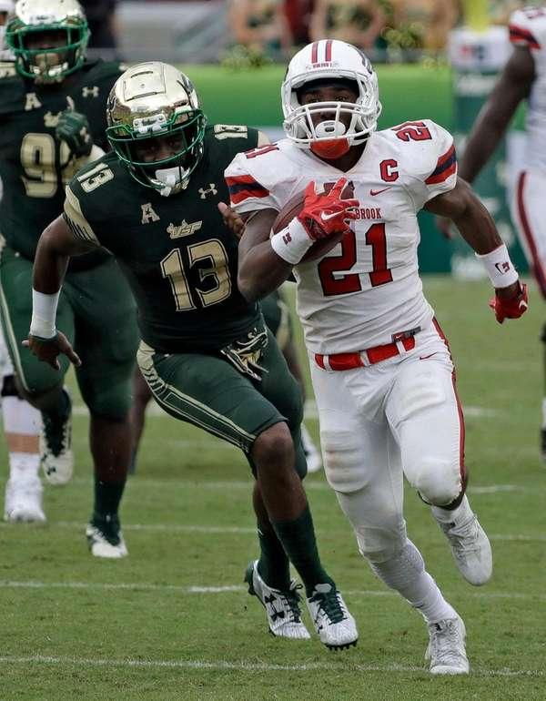 Stony Brook running back Stacey Bedell outruns USF